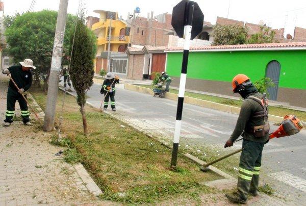 Municipio de pocollay continua con trabajos de limpieza y for Trabajo de mantenimiento de jardines